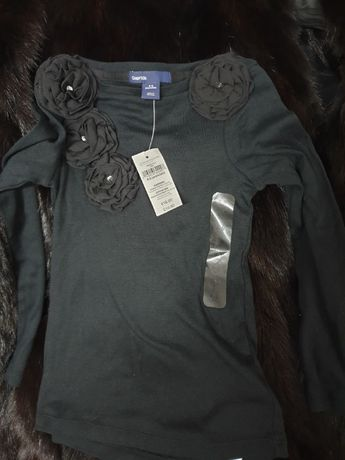 Bluza marca Gap, accesorizata cu flori, model deosebit de frumos