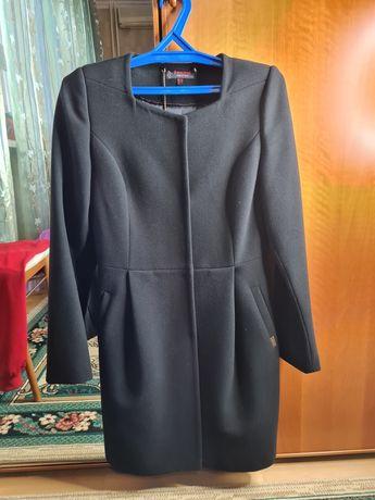 Женский пальто за 9500.