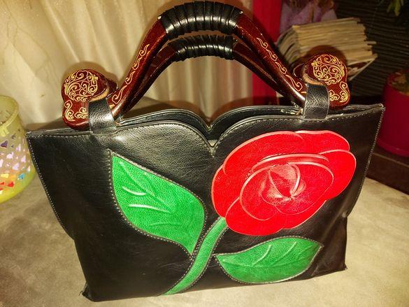 Дамска чанта-уникална с дръжки от естествено дърво