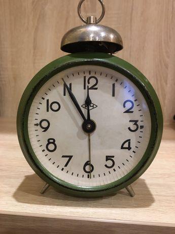 Часы-будильник СССР