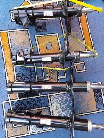 комплект амортизаторов на Toyota camry 50