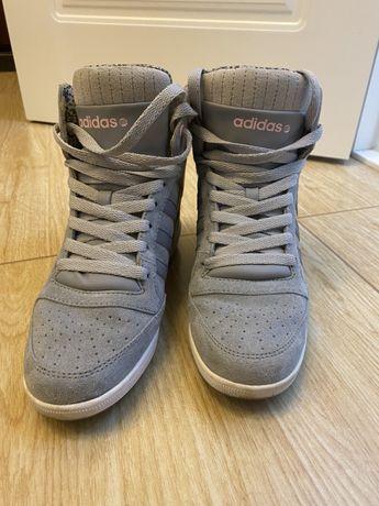 Продам кроссовки adidas со скрытой платформой