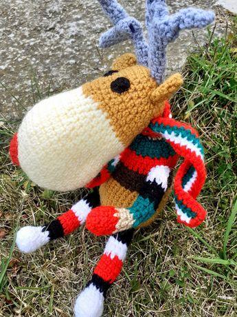 Коледен елен детска играчка с пълнеж ръчно плетен