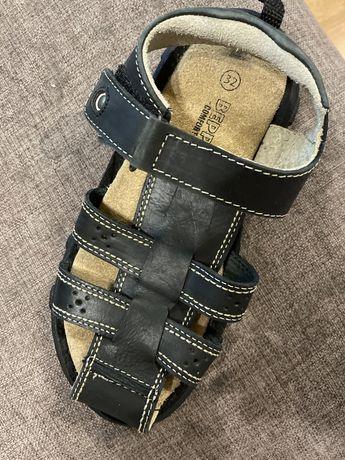 Продам кожаные сандали на мальчика 32 размеи