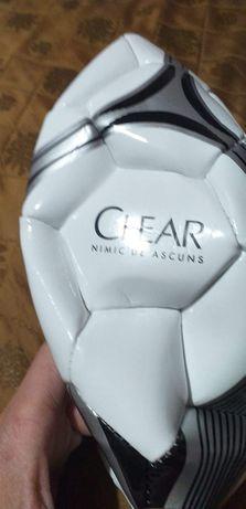 Minge clear fotbalul
