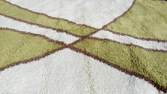 "3м./2м.""ШАГИ"" Красив килим в свежи цветове(свело зелен + екрю)"