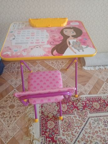 Стол детский для девочек.в идеальном состоянии