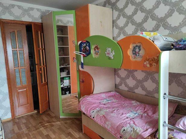Детская комната (двухярусная кровать, угловой шкаф)