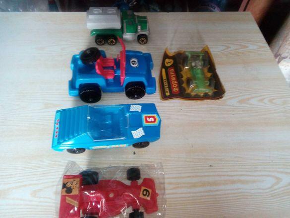 Пластмасови джипове и колички