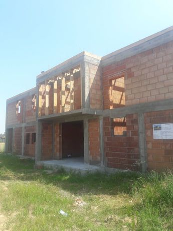 Constructii case la rosu- finisaje interioare si exterioare