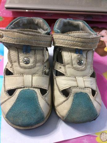 продавам детски сандали от естествена кожа