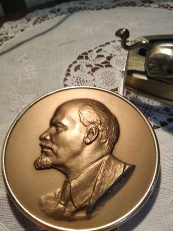 Продаю портрет Ленина медь или бронза.