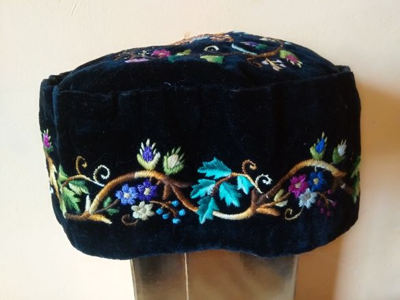 Стара дамска шапка.
