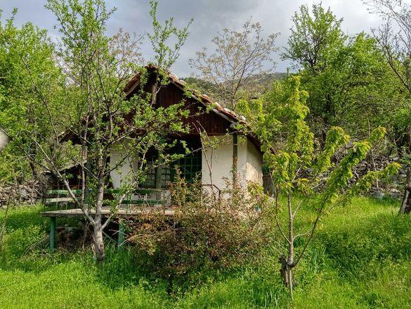 Вила с вилно място500кв.м. и 15 овощни дръвчета,Ени Кория Карлово.