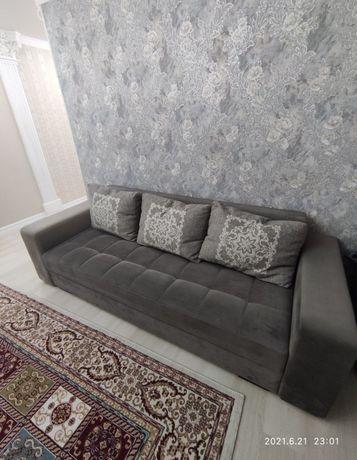 Продам диван раздвижной с нишами