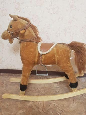 Лошадка-качалка со звуковым эффектом от 1,5 годика