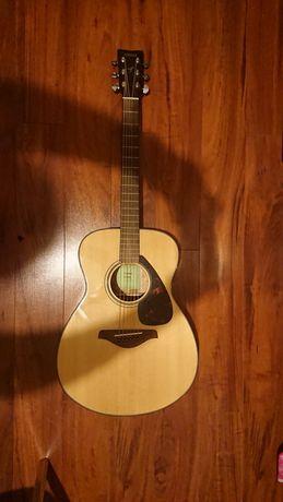 Продам гитару Yamaha FS-800