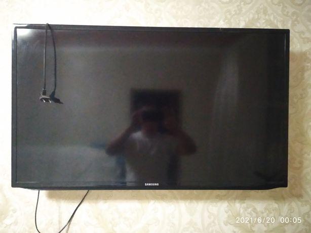 Продам телевизор с разбитым экраном.