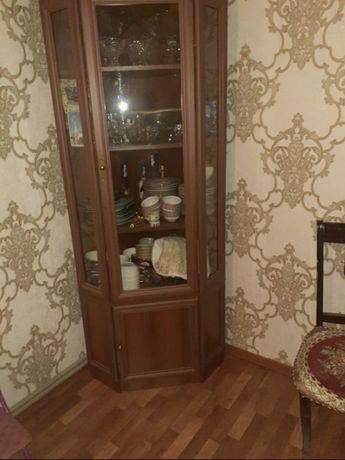 Продается угловой шкаф (сервант) для посуды 45 000 тг.