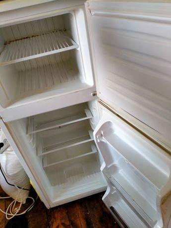 Холодильник  хорошом  состояние. Работает   купила  новые