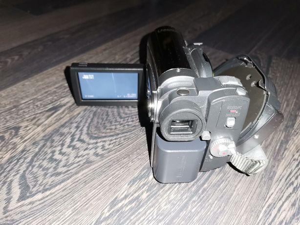 Vând camera Hitachi cu accesorii