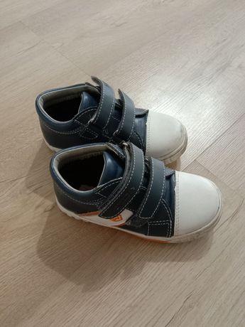Продам ботиночки осенние на мальчика, размер 24