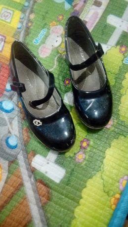 Отдам даром обувь для девочки
