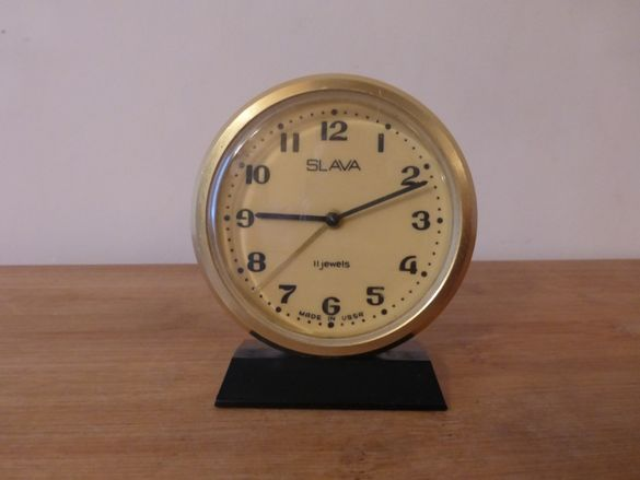 Будилник Слава с поставка часовник