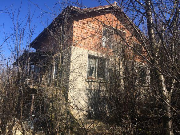 Къща с двор 12500€