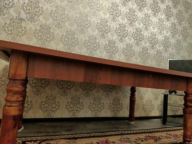 Коричневый гостевой стол
