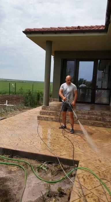 щампован бетон и цокал от 30 до 35 лв на м2.