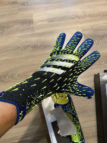 Продам Вратарские перчатки Адидас оригинал .