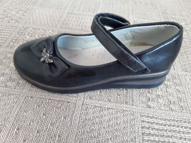 Продам детские туфли
