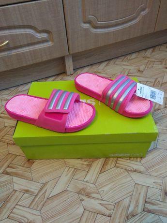 Новые оригинал Сланцы Adidas женские куплены в фирменном бутике