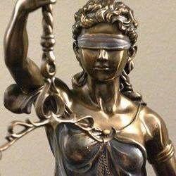 Правна защита в критични ситуации