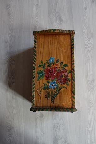 Cutie traditionala din lemn, pictata manual