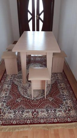 Стол и стулья 4 штук