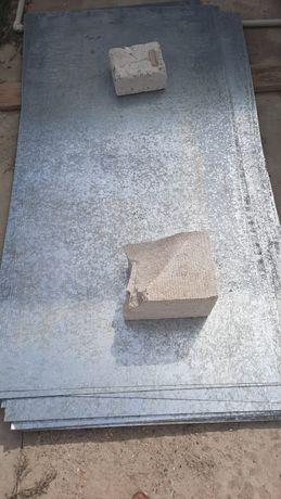 Оцинкованный лист толщина 0.9мм, размеры 1×2метра. Новый, осталось 17