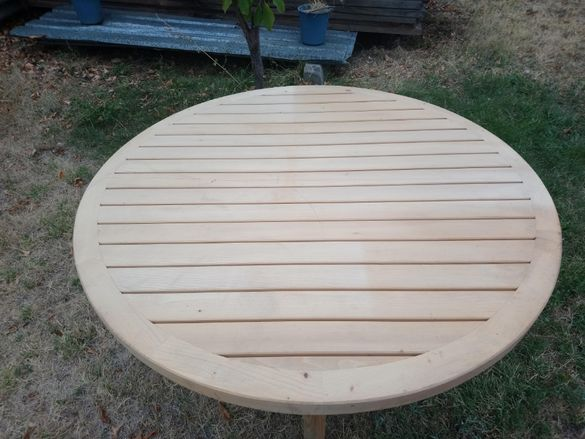Дървена кръгла маса