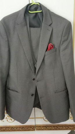 Костюм тройка 48 50 размер серый цвет