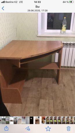 Продам компьютерный стол. Цена 15.000 тысяч