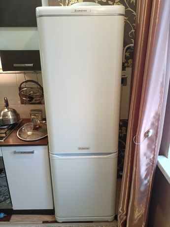 холодильник Ariston, б/у, в рабочем состоянии, 40000 тенге