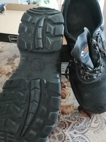 Работни зимни и летни обувки