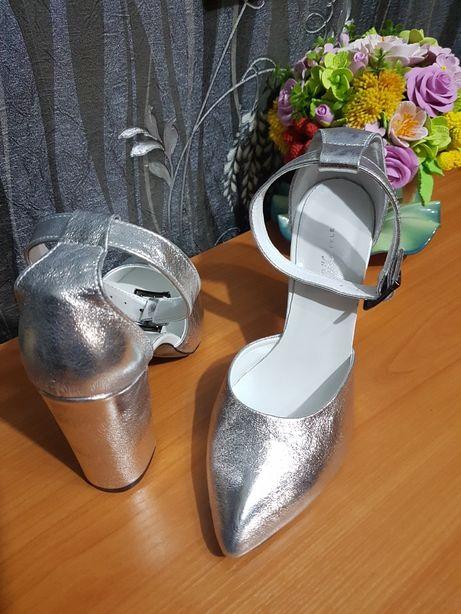 Продам новые туфли 39 размера