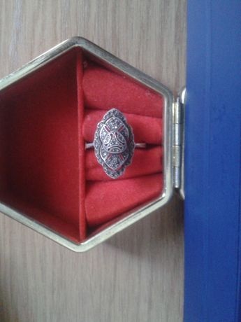 продам женское кольцо червленное серебро раз.18 проба 925 ручная рабо