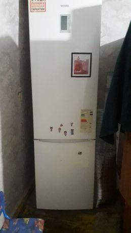 Продам холодильник 15000 тенге
