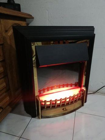 Електрическа камина с реалистична имитация на пламък!