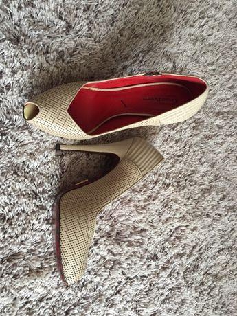 Обувки на ток Cesare Paciotti