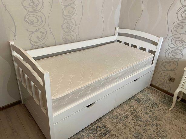 Новая односпальная кровать с матрасом и полками