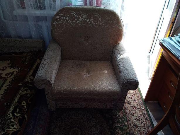 продам мягкую мебель диван кровать два кресла и жур.стол